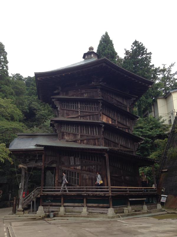 「さざえ堂」一度通ったところは二度通らずに上り下りする不思議建築(会津若松)