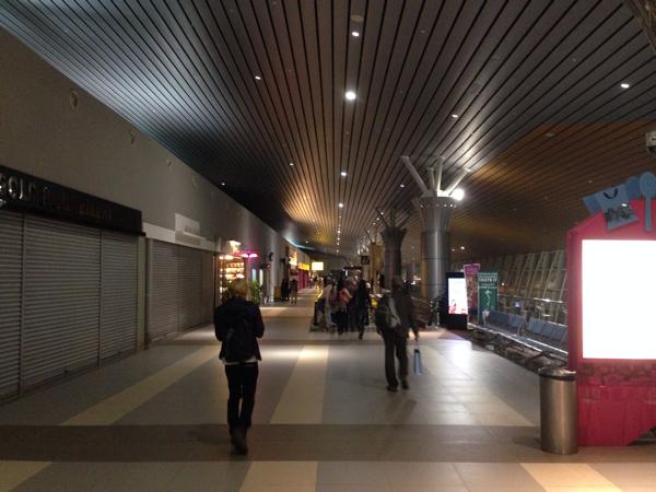 成田空港からマレーシア航空の直行便で約6時間、コタキナバル空港に到着!
