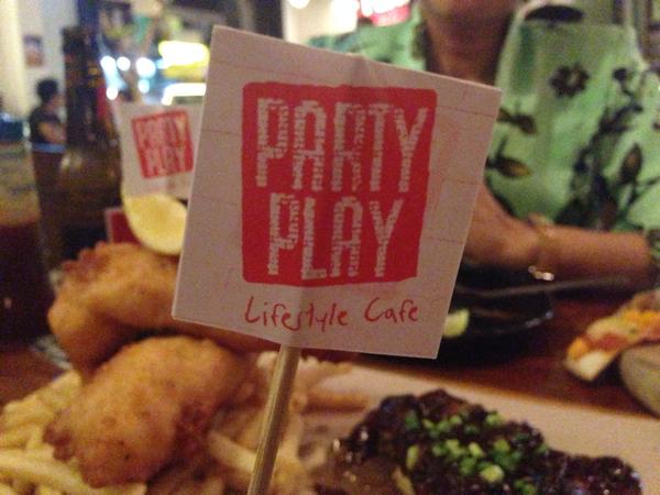 「Party Play」食事が美味しい&生ビールが飲めるコタキナバルのカフェ