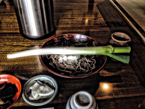 一本ネギを箸代わりに蕎麦を食べる!大内宿「ネギそば」 #福島美味 #会津下郷
