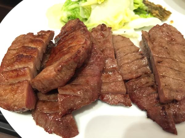「牛たん炭焼き 利久」越谷レイクタウンで本場の厚切り牛たんをジャクッと食す!青唐辛子の味噌漬けも食が進みまくる!