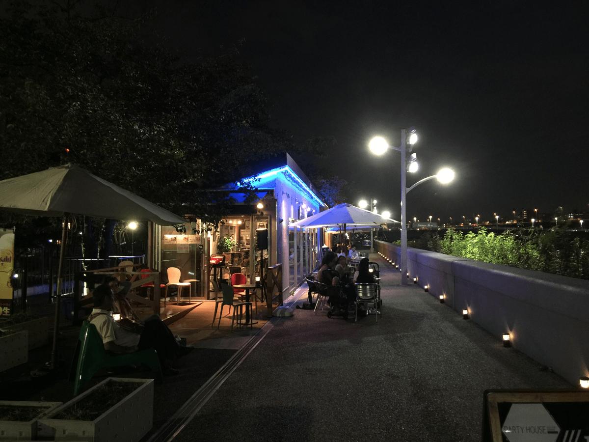 「CAFE W.E(カフェ ウィ)」隅田川を挟んでスカイツリーが目の前という最高のロケーションのカフェで富山ウィーク開催中!地ビール、地酒、かまぼこ、ホタルイカの沖漬けにパスタも食べられる!