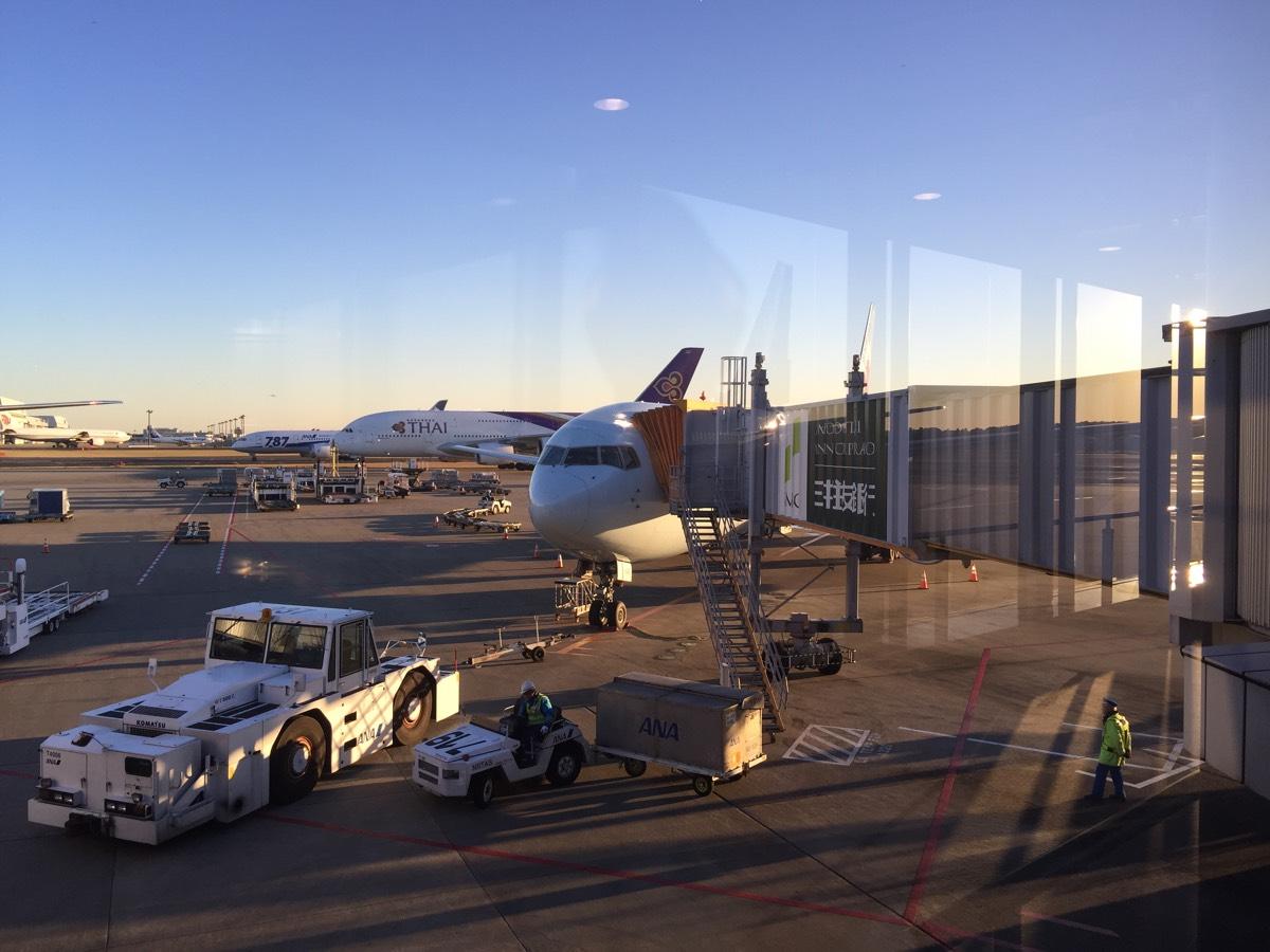 「エアカナダ」成田空港から直行便でカルガリーへ(機内食は2回&マイレージはANA) #アルバータの冬