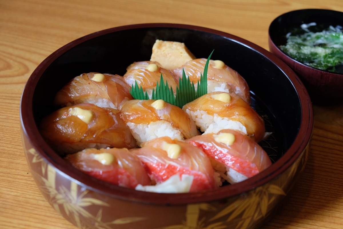「栄寿司(新島)」ランチに島寿司!目鯛・真鯛・金目鯛の漬けをカラシで #tokyo島旅山旅 #新島