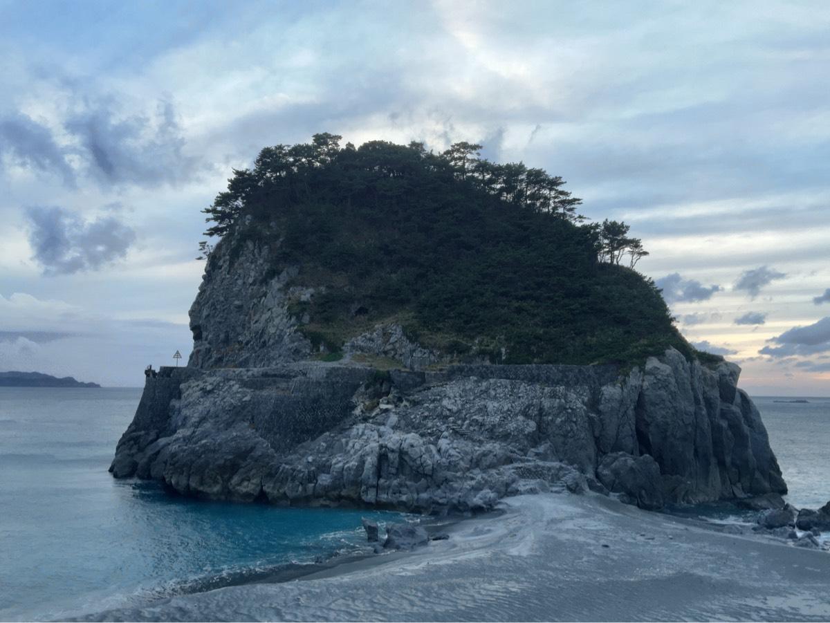 「ママ下ケーブル跡(新島)」ケーブルで島の特産品を運んで出荷した跡地 #tokyo島旅山旅 #新島