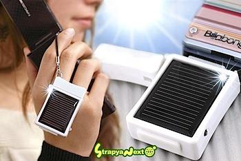 太陽光で発電する携帯ストラップ「ソーラーチャージeco」