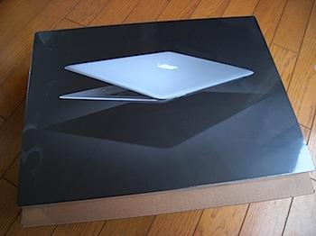 「MacBook Air」の箱を開ける