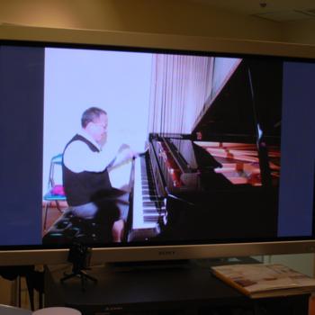 山下洋輔さんが即興でピアノ演奏