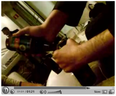 瓶ビールが2本あるのだけれど栓抜きがない時に栓を抜く技