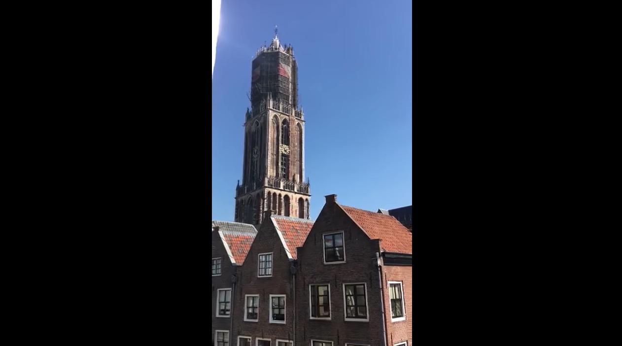 オランダの教会が追悼でアヴィーチーの曲を鐘で奏でる