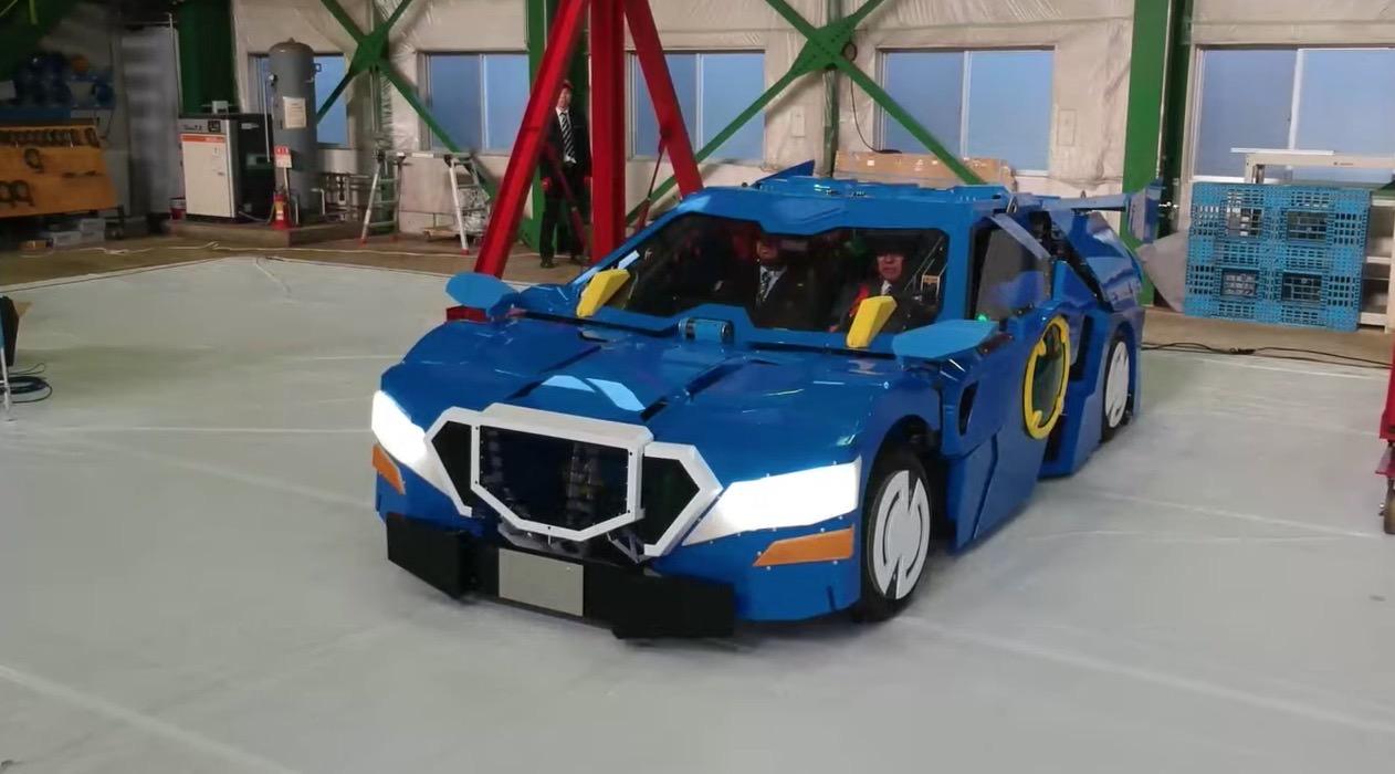 人が乗ったままクルマからロボットに変形する「ジェイダイトRIDE」が強い