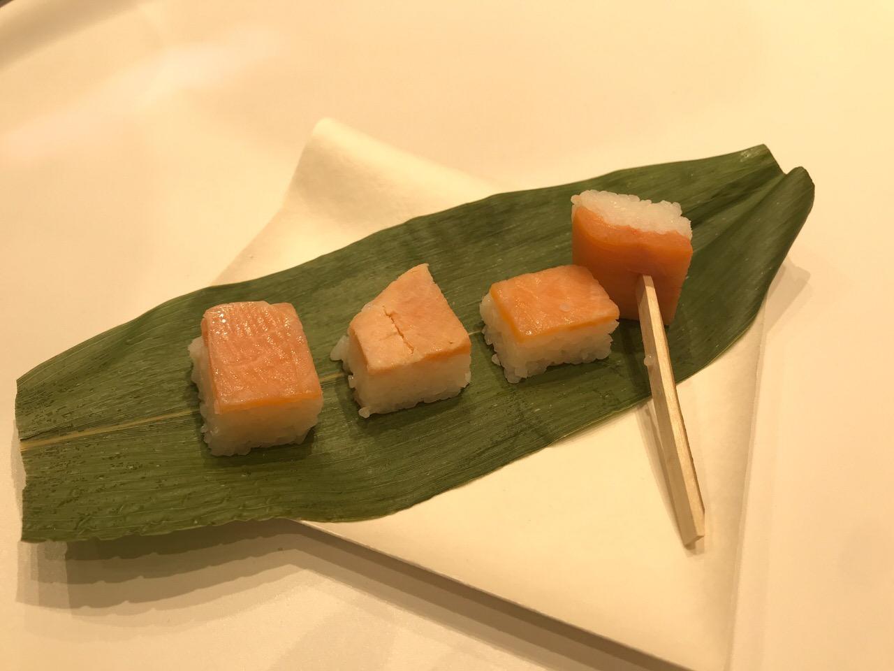 鱒寿司食べ比べ