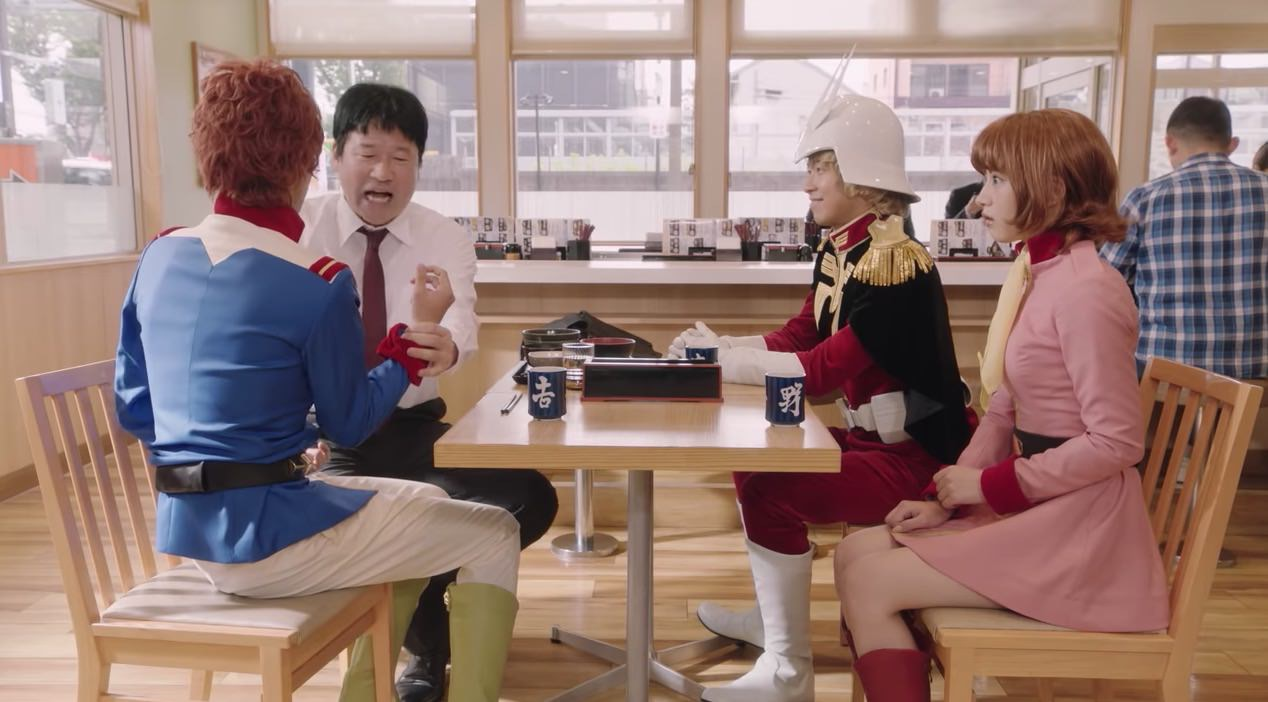 【動画】吉野家で佐藤二朗がアムロ、シャア、フラウ・ボウに囲まれて麦とろ牛皿御膳を食べる!?