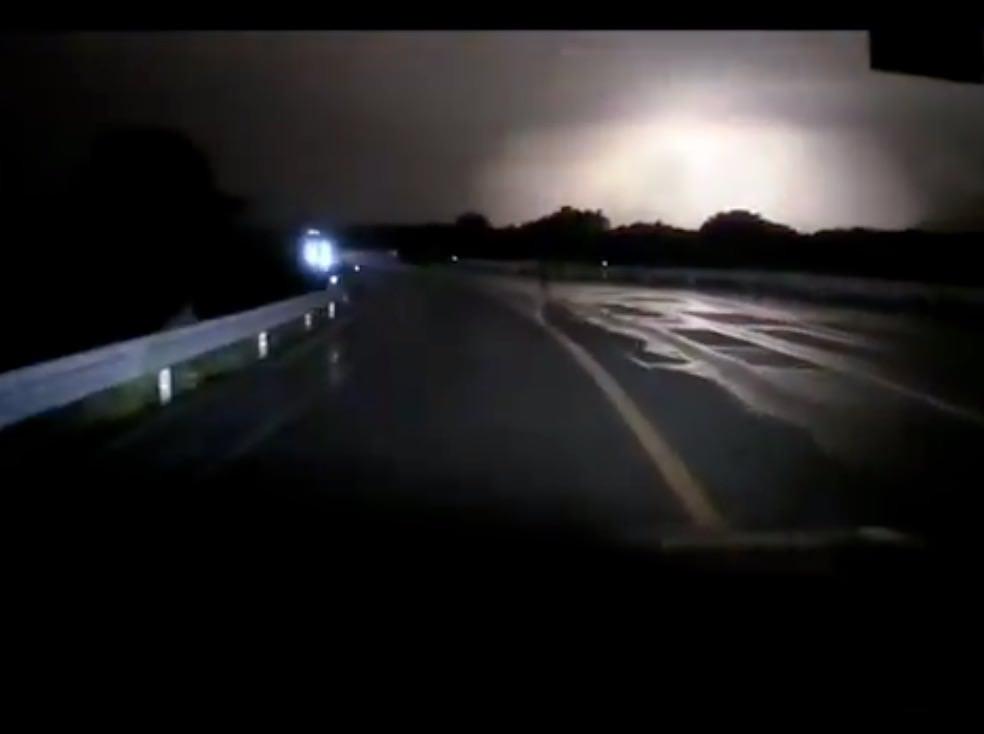 アルミ工場 爆発 動画
