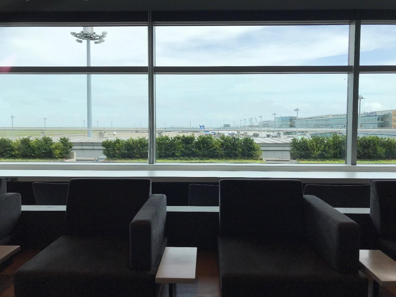 楽天ゴールドカード 空港ラウンジ 窓の外の景色