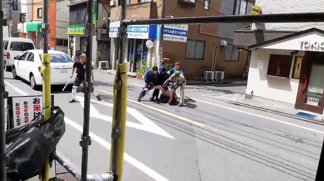 クロネコヤマトのお兄さんが活躍!都立大学駅近くで刃物を振り回す男性を現行犯逮捕