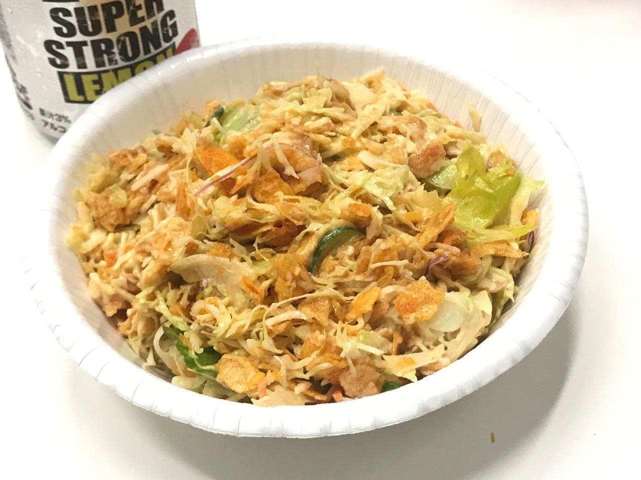【レシピ】カラムーチョとコンビニの袋サラダで作る酒のアテになるジャンクなおつまみサラダ 完成