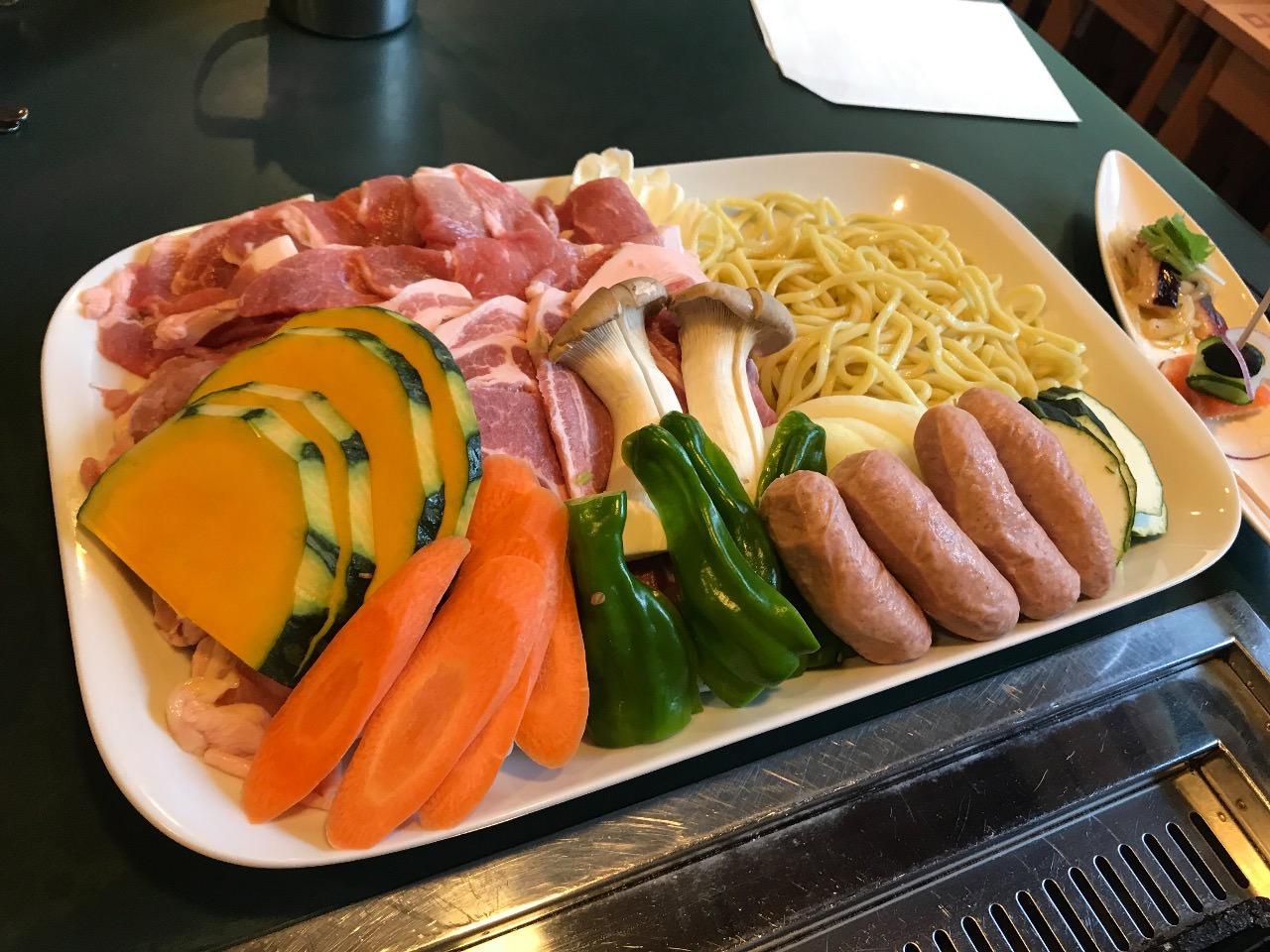 夕食のバーベーキュー