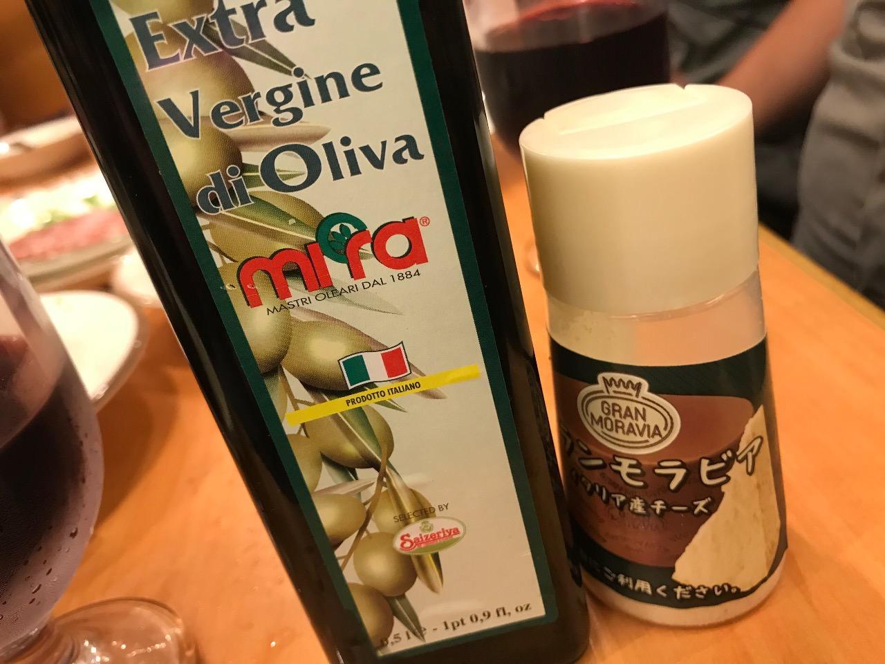 オリーブオイルと粉チーズ