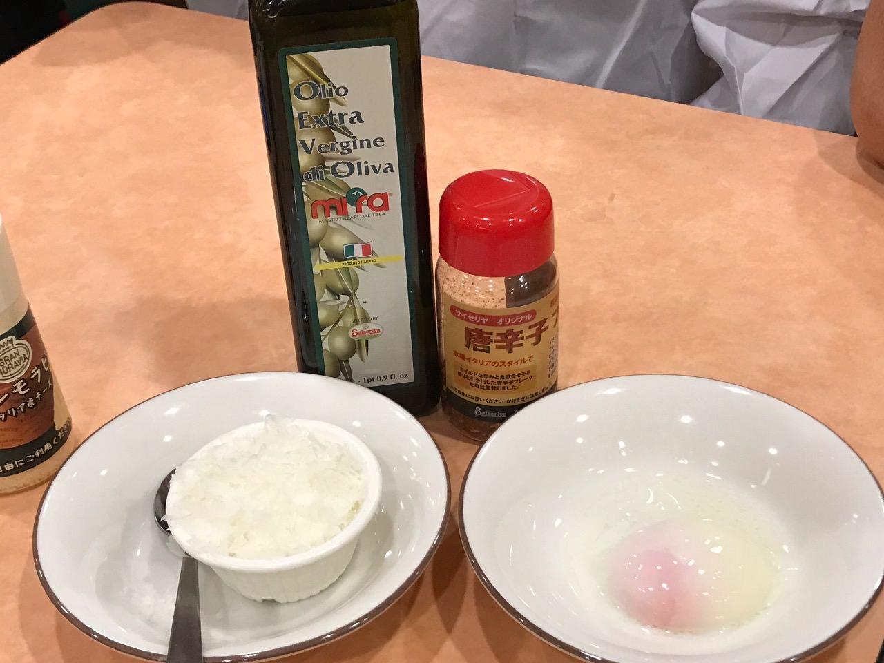 【サイゼリヤ】トッピング半熟卵&ペコリーノチーズ&唐辛子フレークでハンバーグ