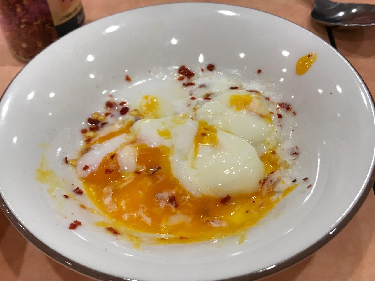 トッピング半熟卵&ペコリーノチーズ&唐辛子フレーク 混ぜる