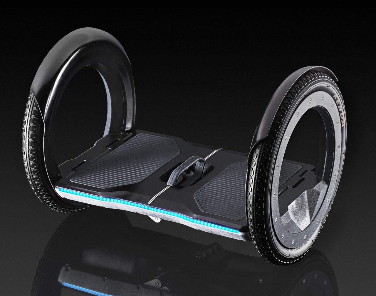 折りたたむとブリーフケースサイズになる電動スクーター「UrmO」