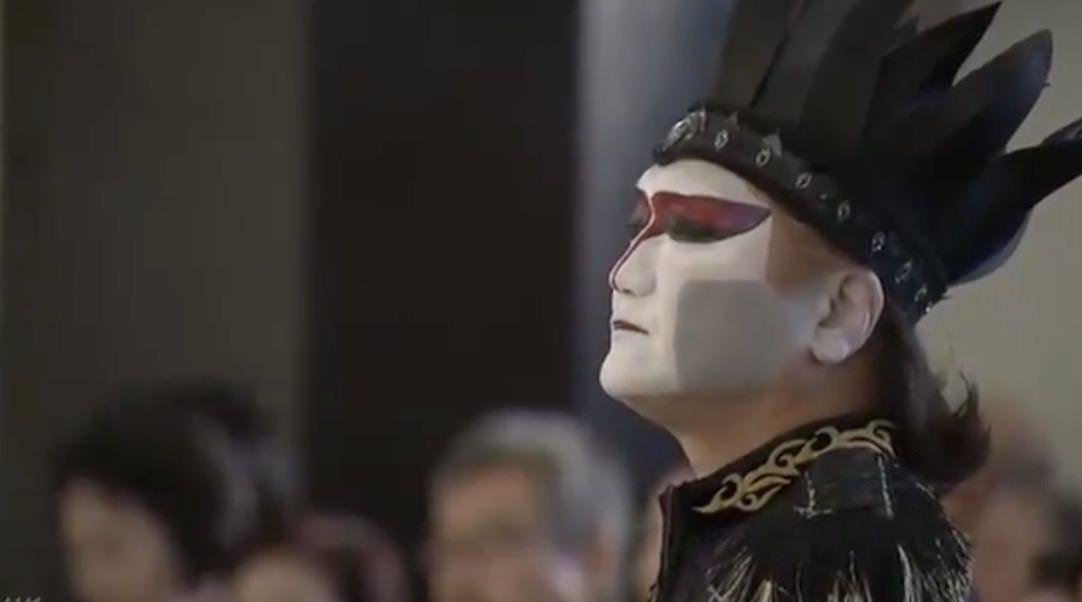【動画】デーモン小暮閣下、元横綱・輪島の告別式で引退する力士のための歌を捧げる