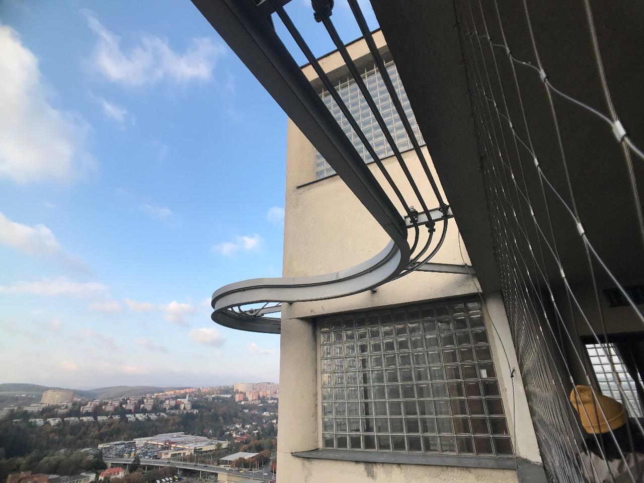 【動画】社長室がエレベーターになって上下していた不思議な靴会社「バチャ(Baťa)」