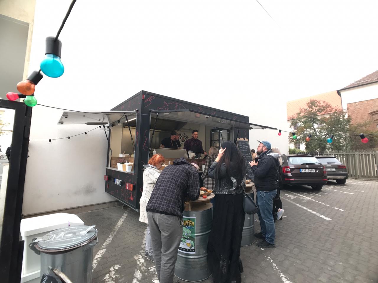 【チェコ旅】並んでも食べたいブルノのビーフたっぷりハンバーガー「BUCHECK」#チェコへ行こう #cz100y #Brno #ブルノ