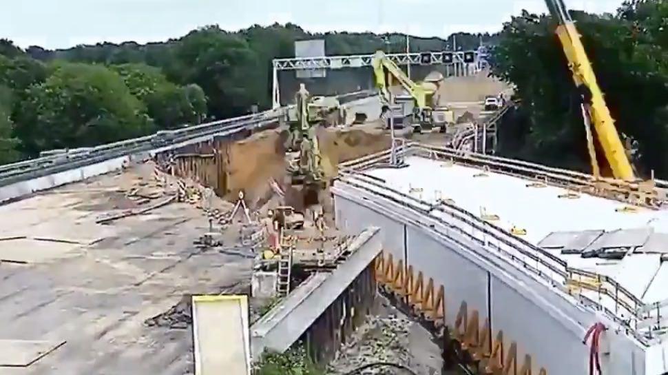 まさかのやり方‥‥48時間で高速道路にトンネルを施設してしまう動画