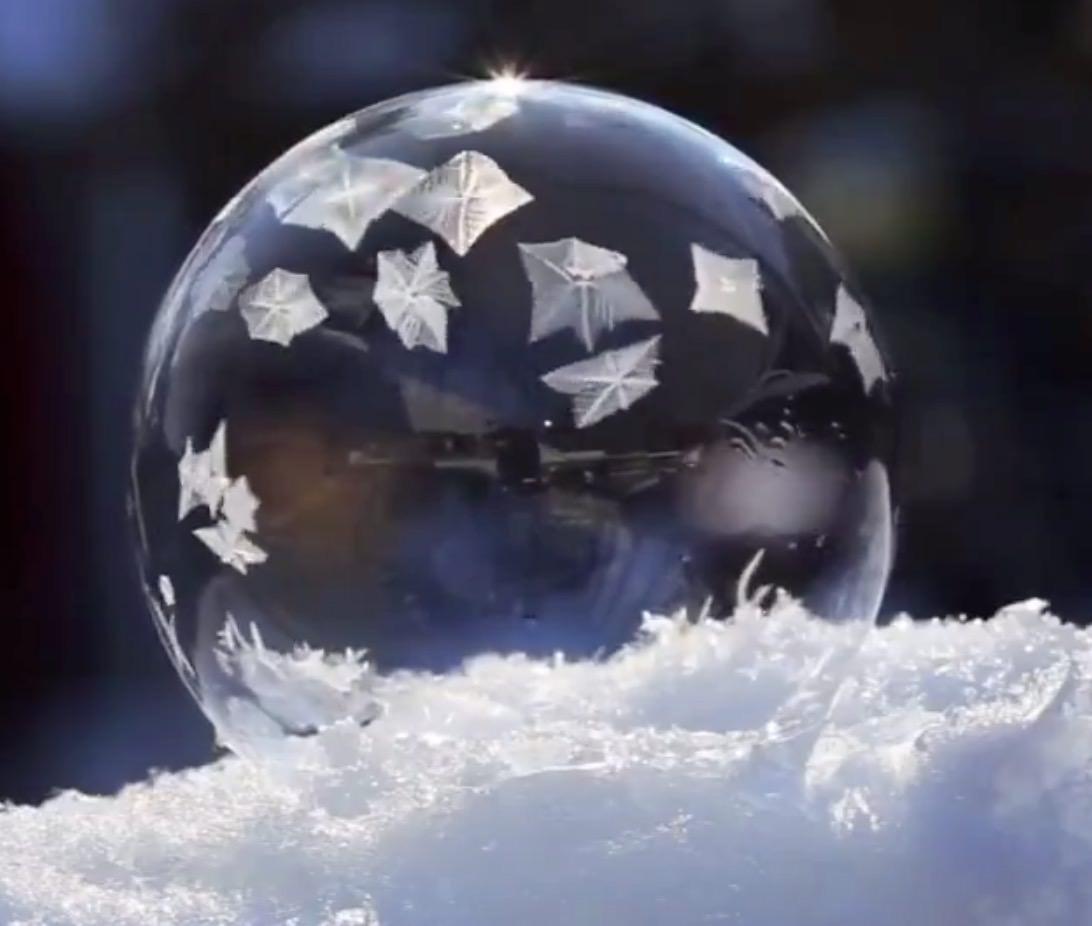 【動画】寒い寒いカナダのシャボン玉が幻想的すぎる