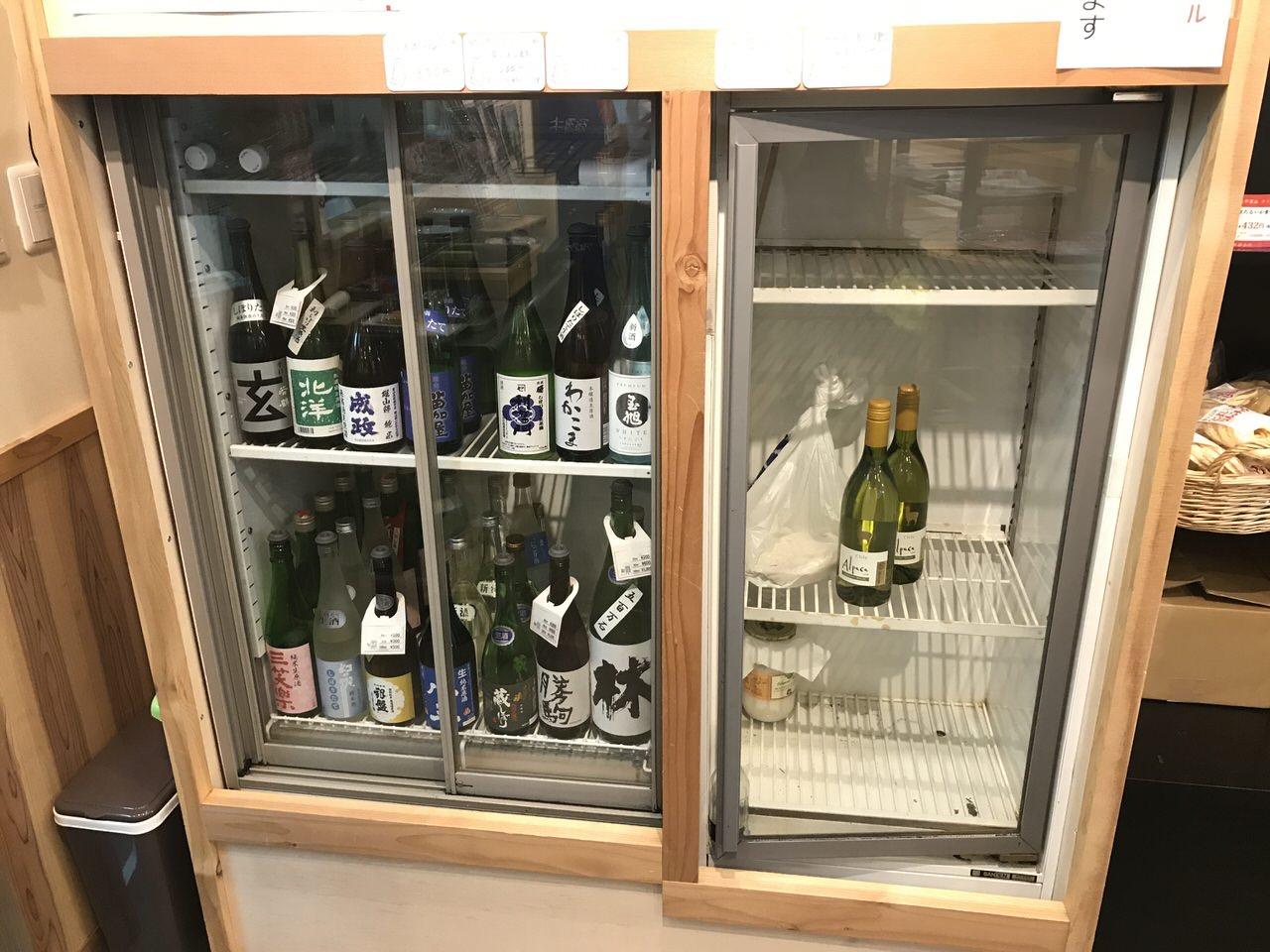 高岡「お富」日本酒の冷蔵庫