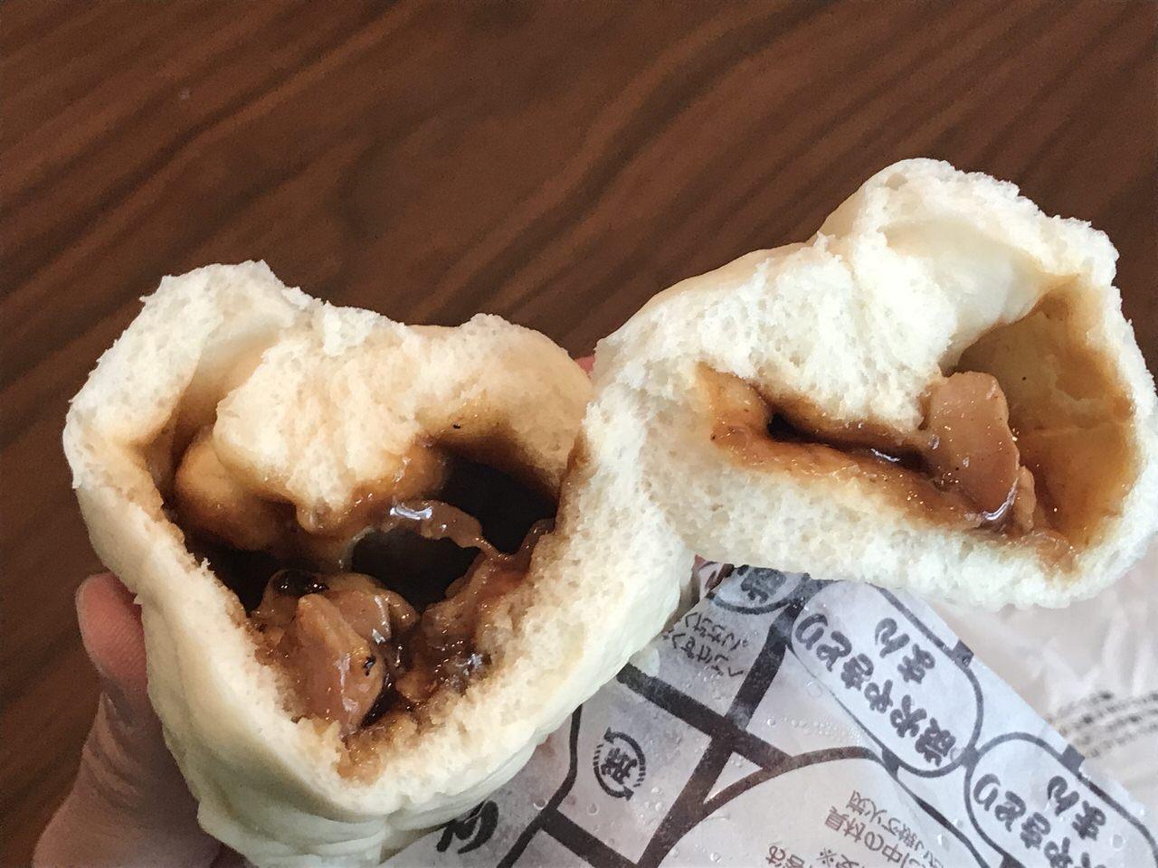 【ファミマ】たれ漬け二度焼きした焼鳥ゴロゴロ「炭火やきとりまん」食べてみた