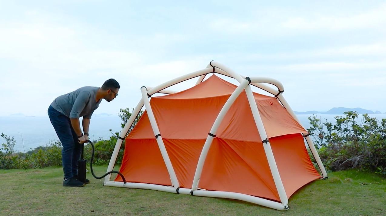 「TentTube」空気を入れて膨らますだけで組み立てられるテント