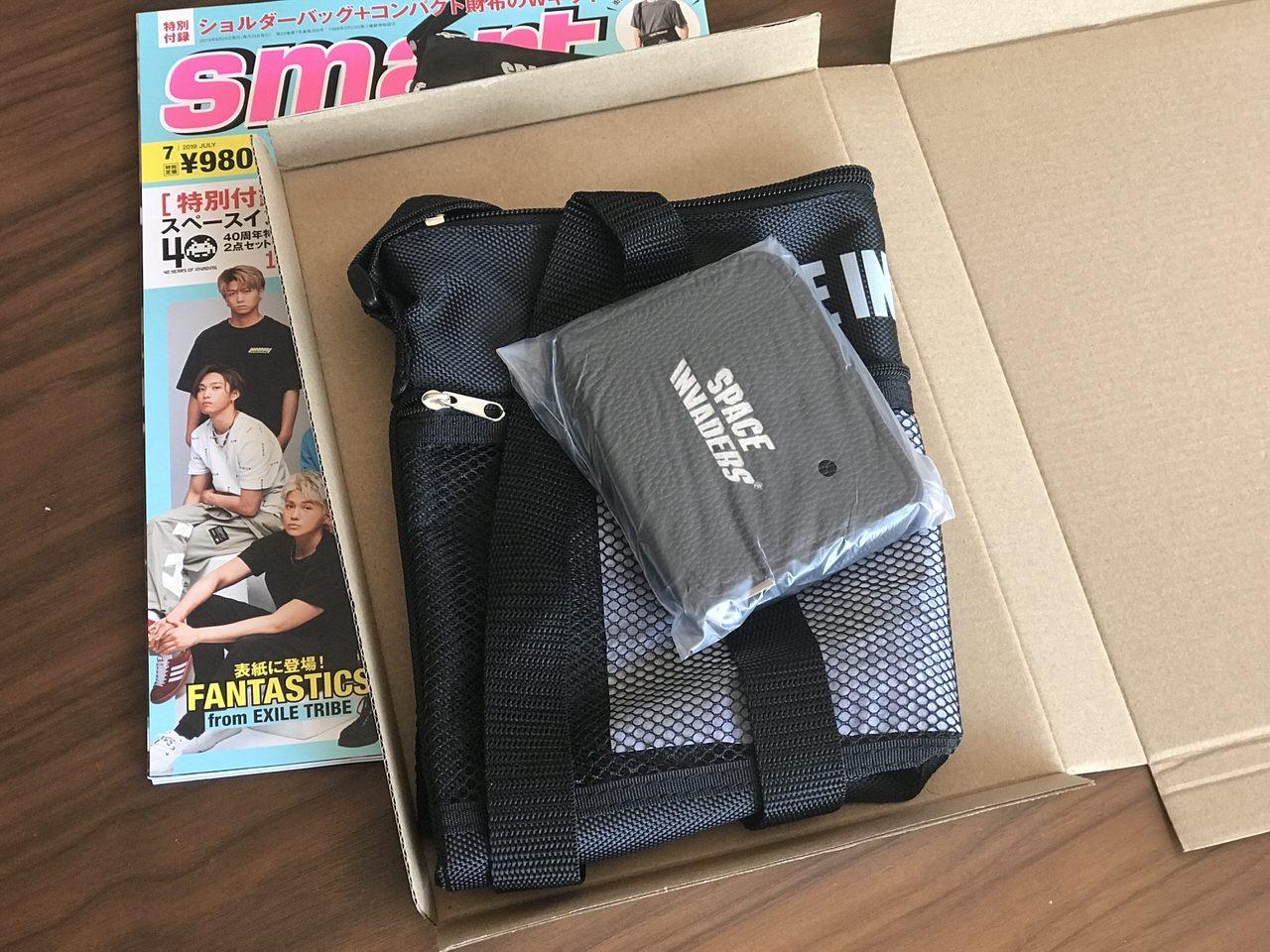 「smart」雑誌付録のインベーダーロゴ入りサコッシュと財布 3