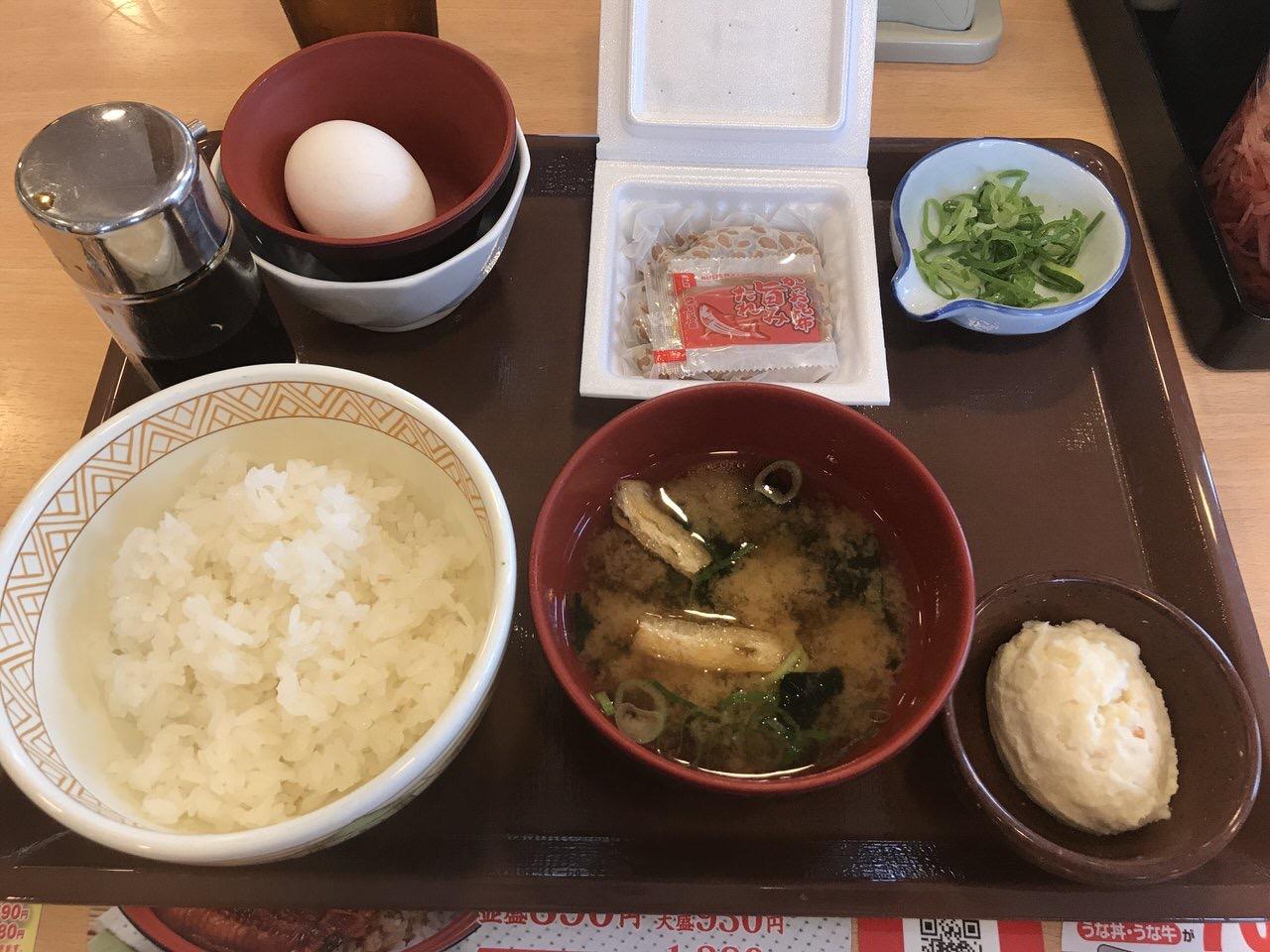 すき家の朝食「納豆朝食」1