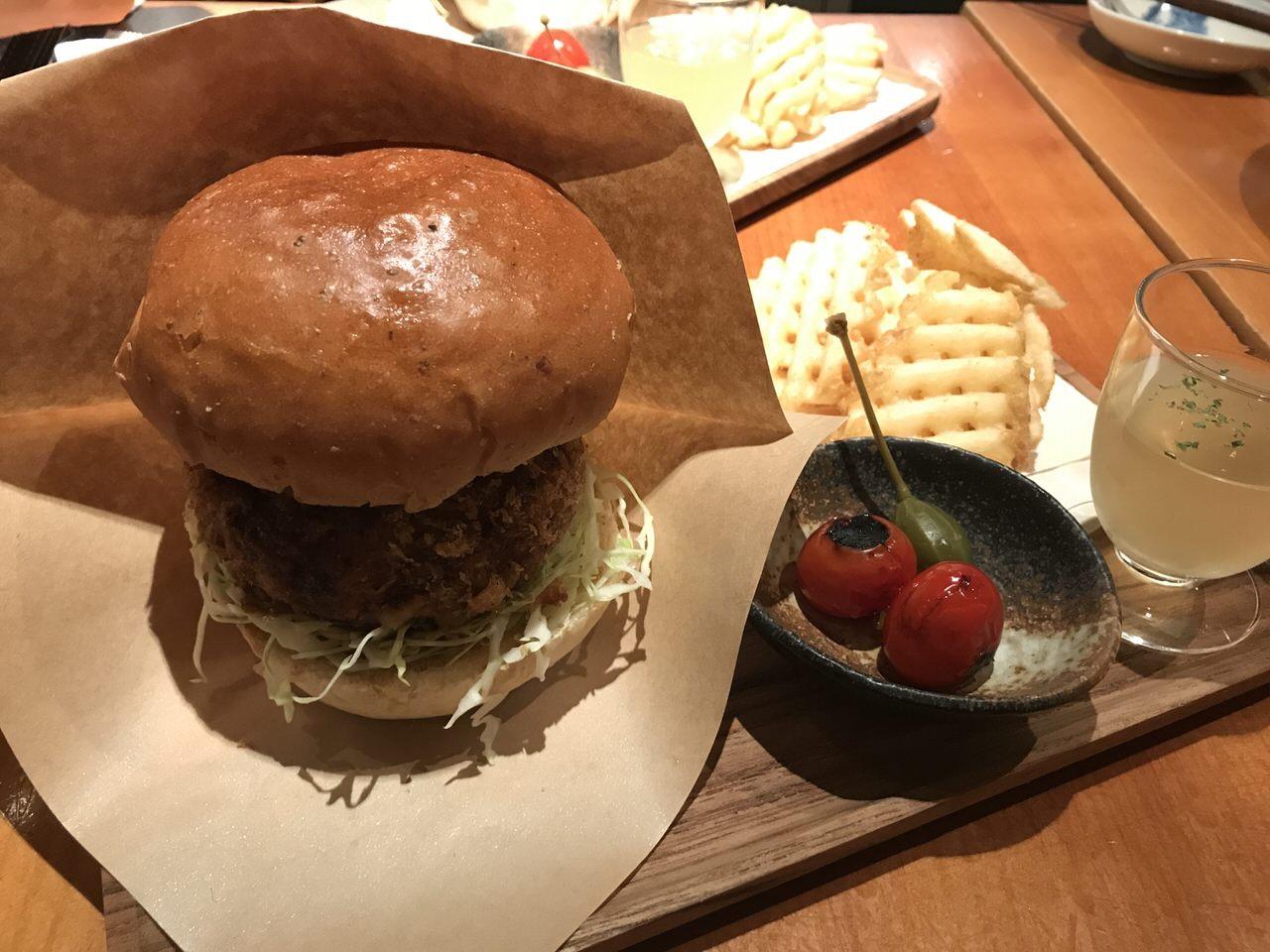 【豚組食堂】「チーズ in メンチかつバーガー」7