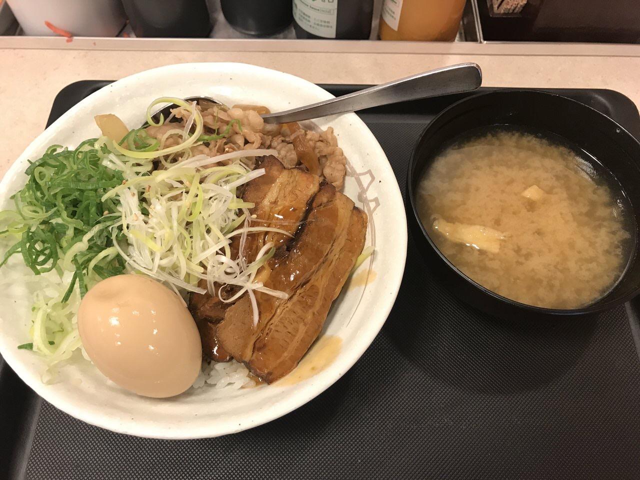 【松屋】「牛と味玉の豚角煮丼」沖縄ラフテー風豚角煮が美味い!