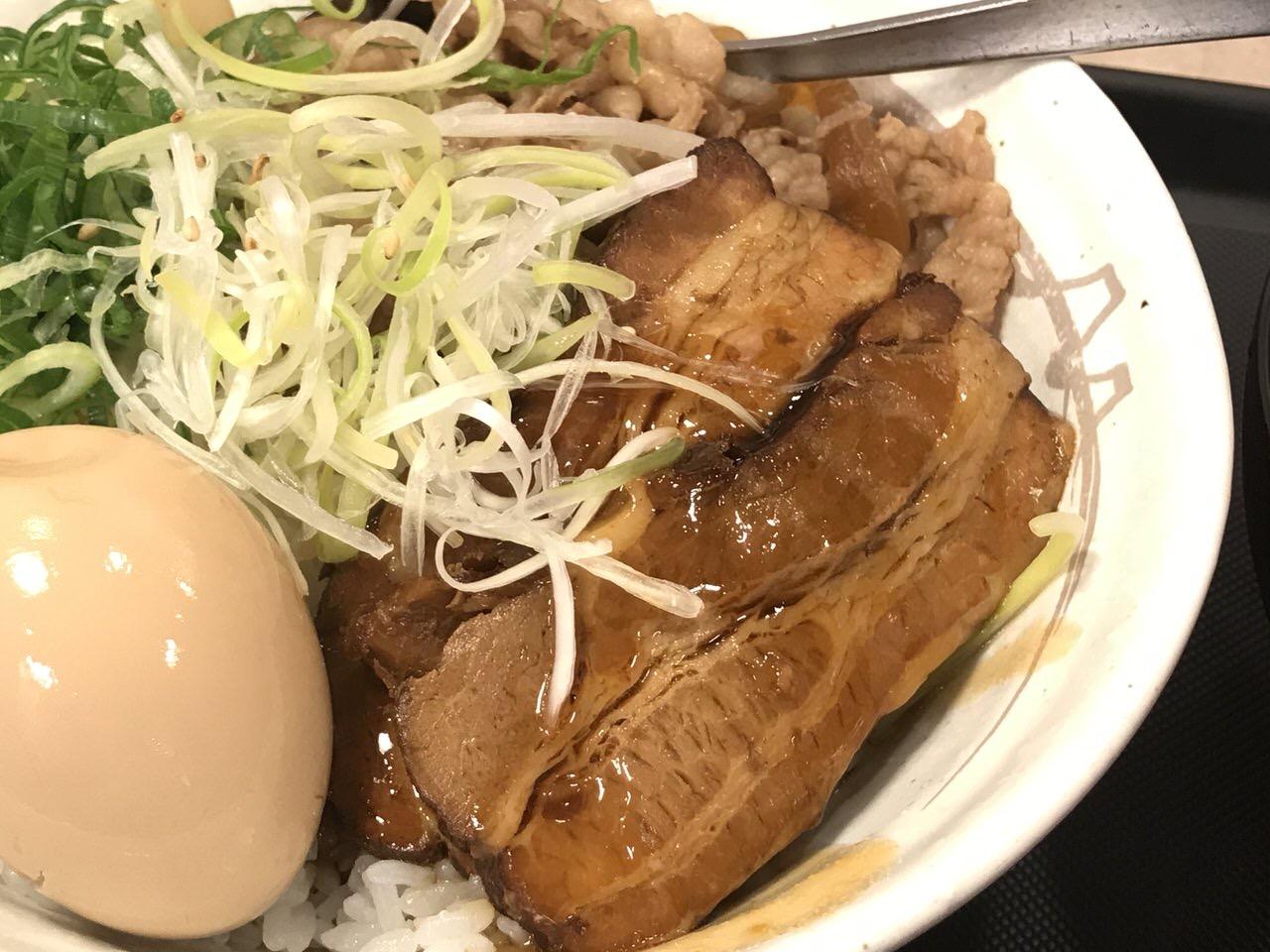 【松屋】「牛と味玉の豚角煮丼」1