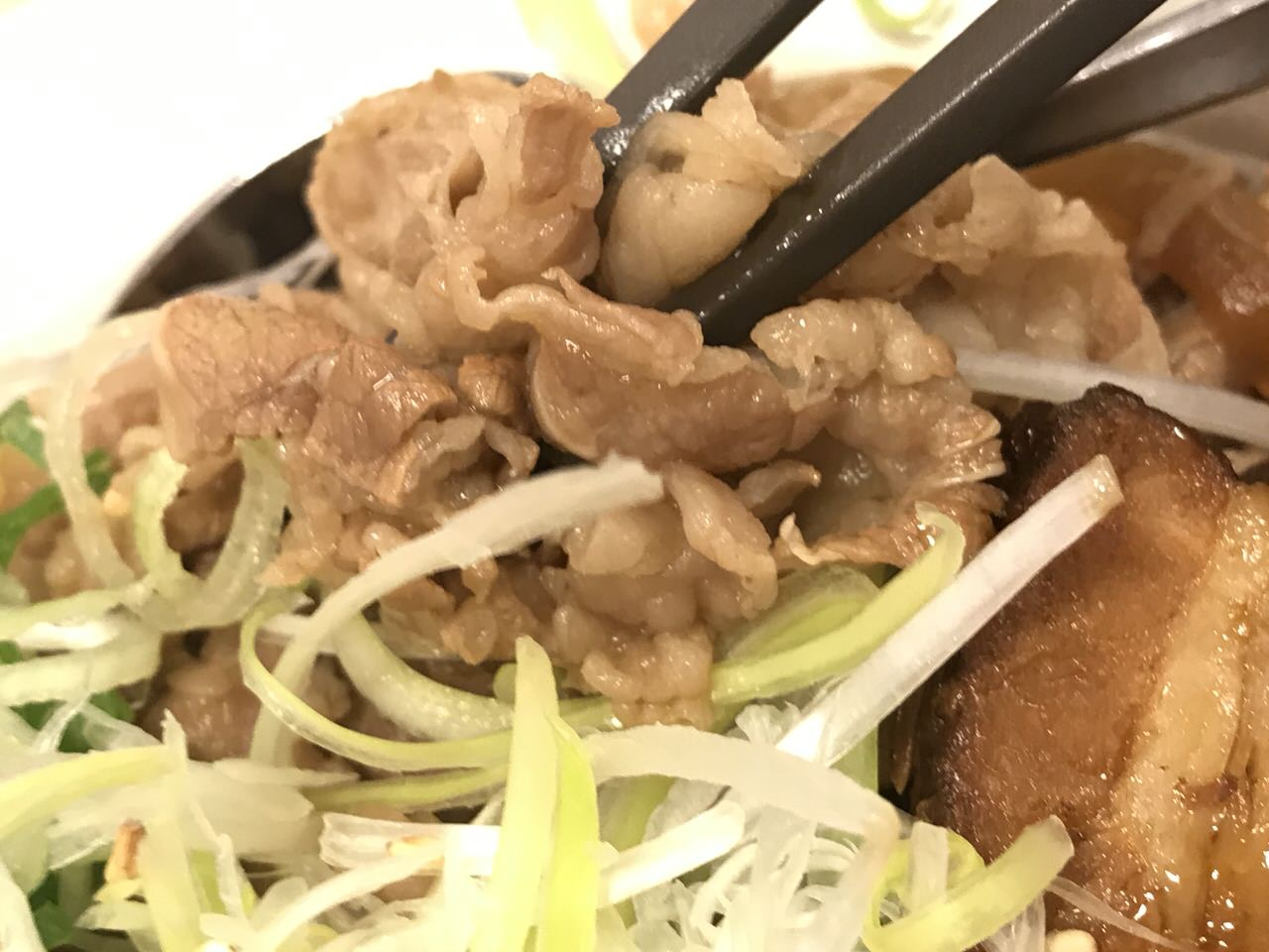【松屋】「牛と味玉の豚角煮丼」3