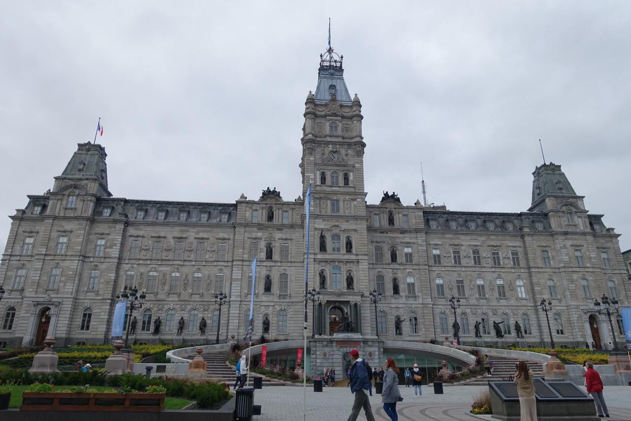 ケベック州議事堂と戦場公園でカナダで唯一フランス語が公用語となっているケベック州ならではの事情を知る
