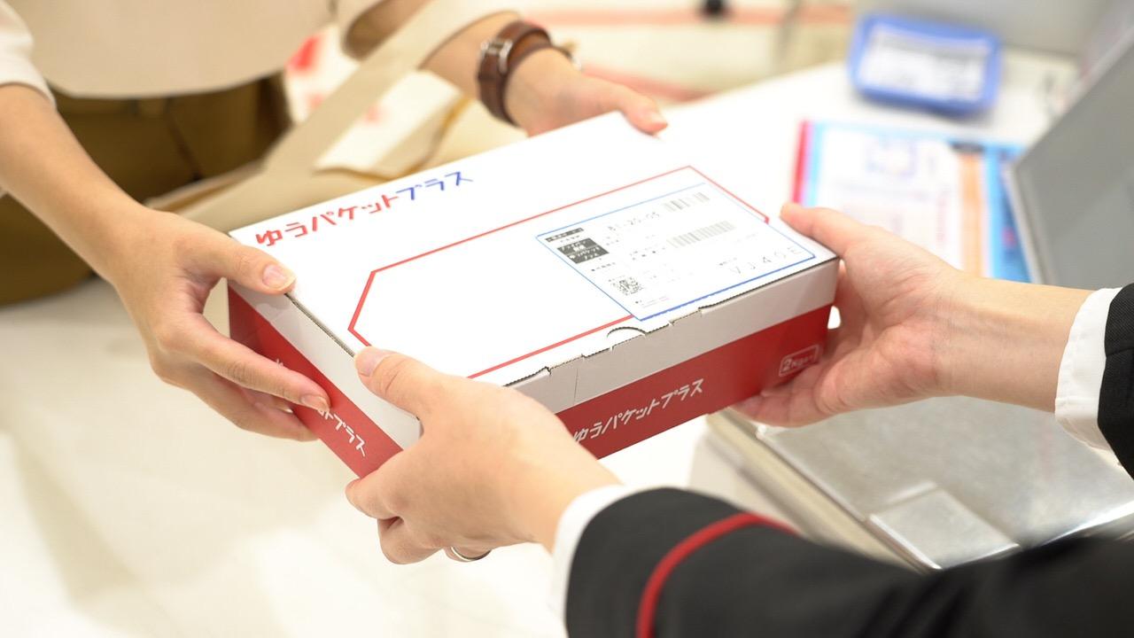 【メルカリ】「ゆうゆうメルカリ便」に長さ24cm x 幅17cm x 厚さ7cmの専用箱で送れる「ゆうパケットプラス」が登場