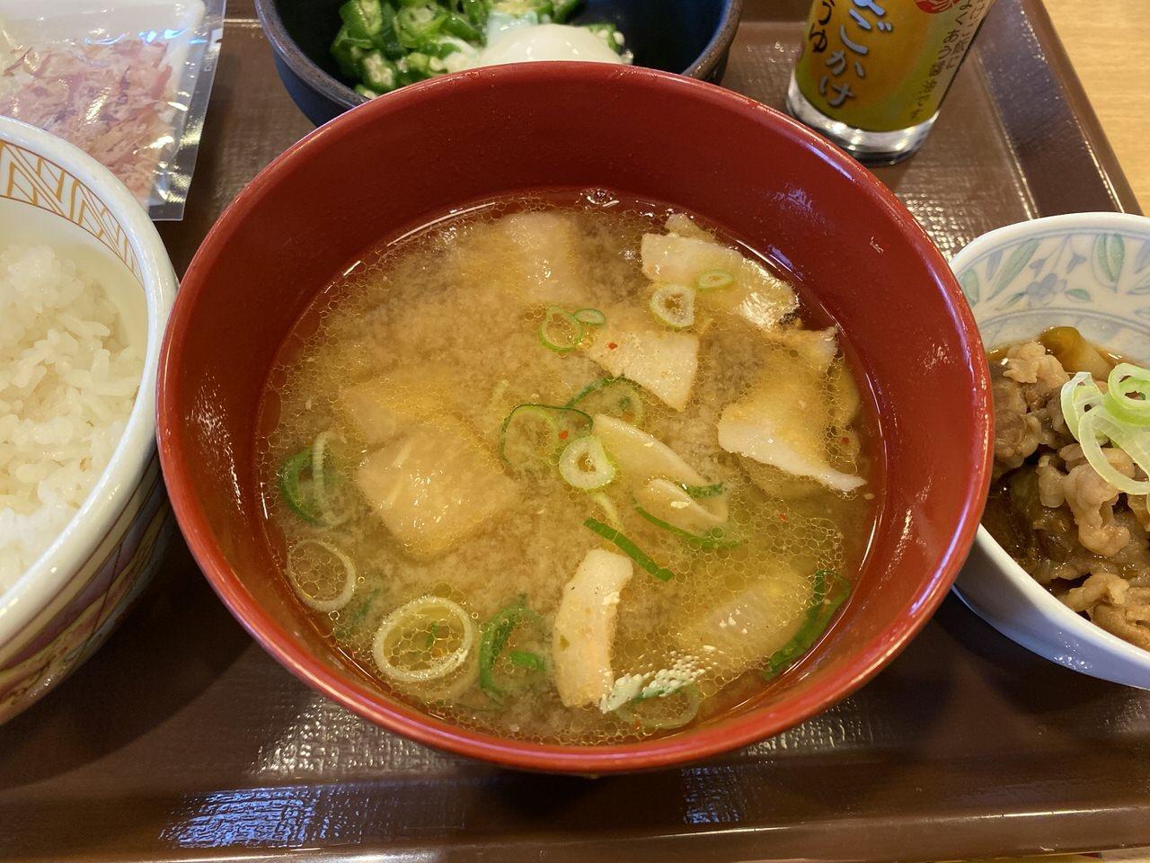 すき家の朝食で味噌汁を豚汁に変更 3