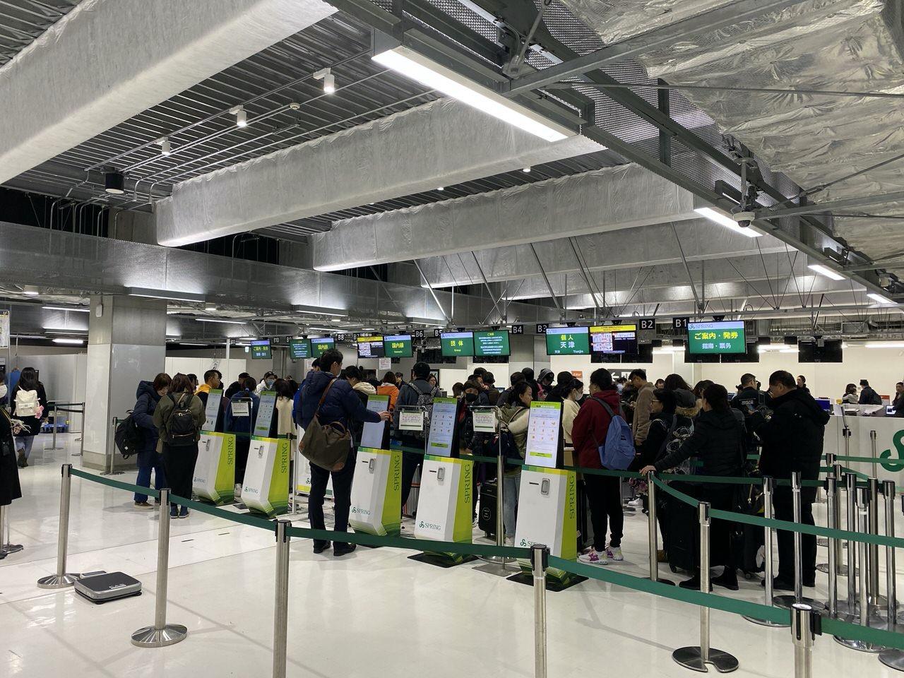 「春秋航空」搭乗手続き→機内食 11