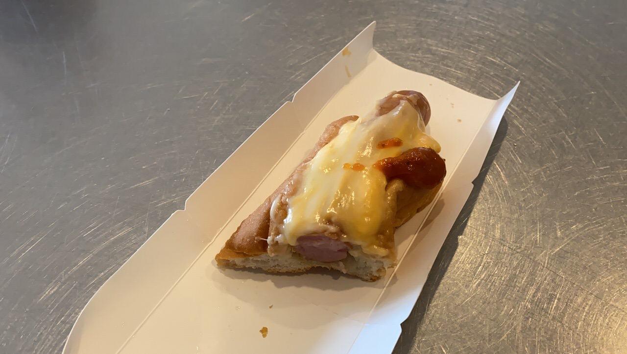 ローソンのホットドッグ「GOOODOG(グーードッグ) とろけるコク旨チーズ」4