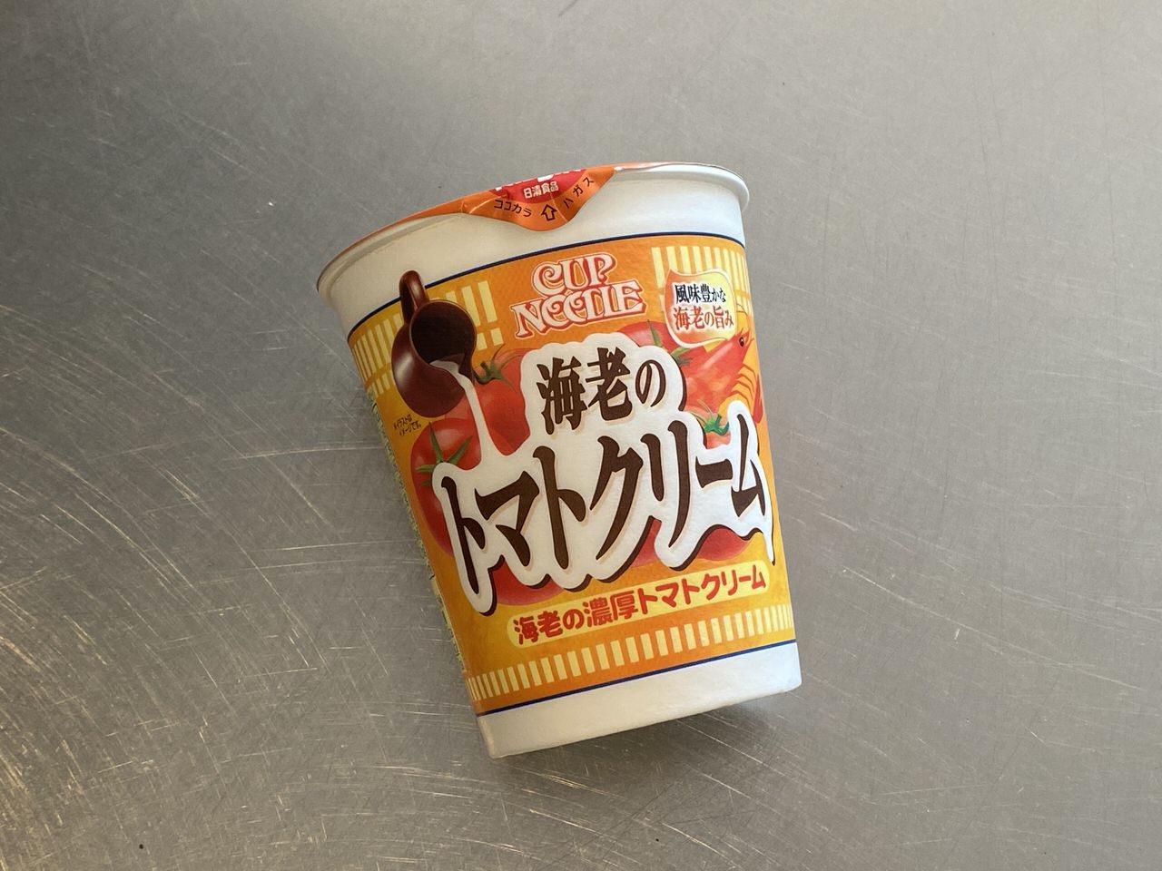 「カップヌードル 海老の濃厚トマトクリーム」海老の旨味にトマトの酸味が濃厚なクリームソースはまるでパスタ?