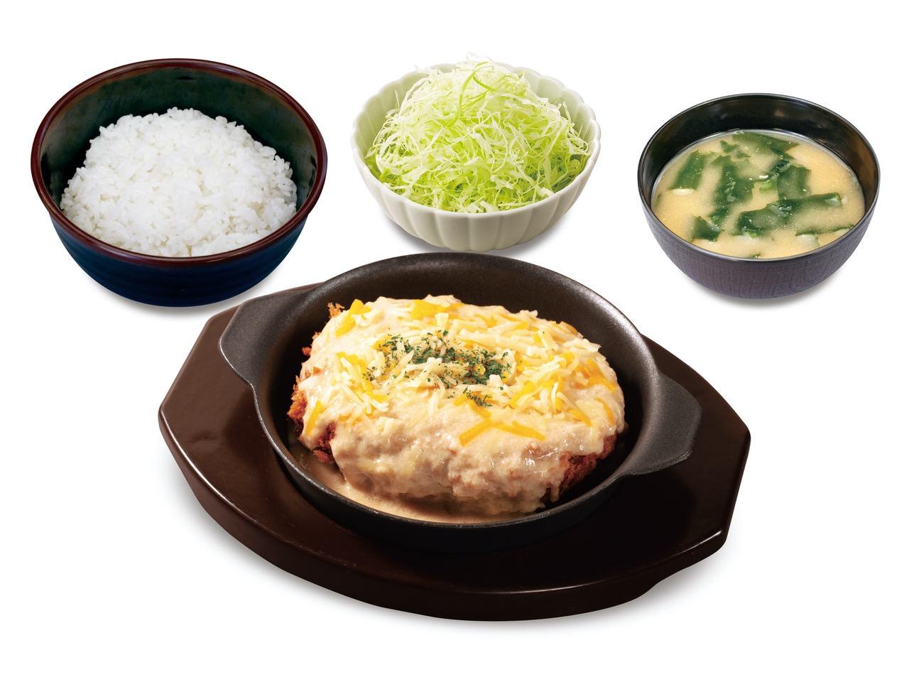 【松のや】シュクメルリソースで食べるハンバーグ「ごちそうハンバーグホワイトガーリックソース定食」発売へ