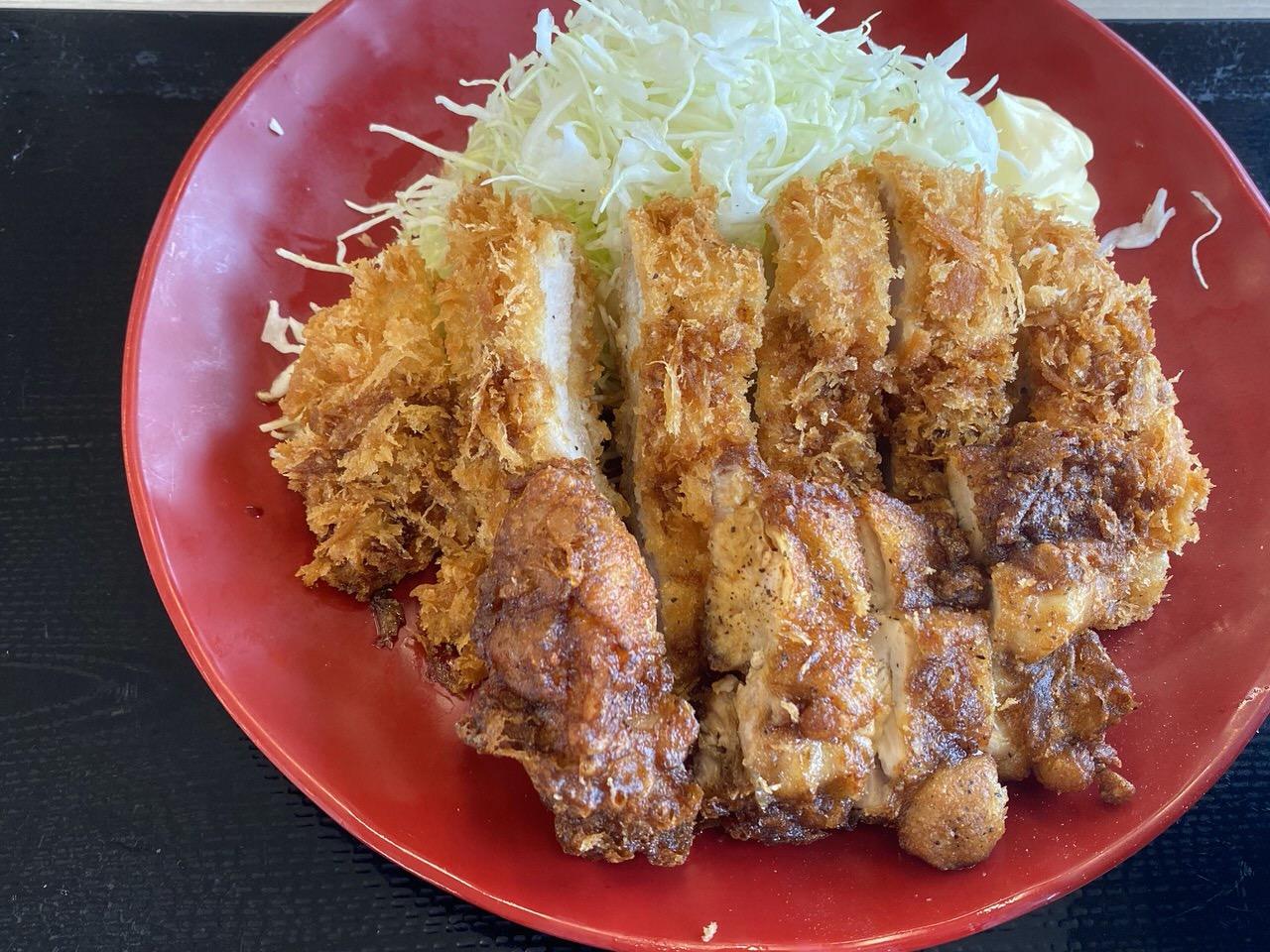【かつや】夏メニュー「黒胡椒から揚げとチキンカツの合い盛り定食」黒胡椒がピリリと旨い!ボリュームも満点!