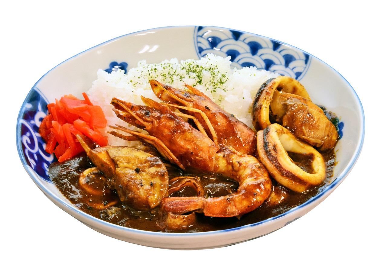 磯丸水産とゴーゴーカレーがコラボした「磯丸ゴーゴーカレー」55日間の期間限定で発売(8/11〜10/4)