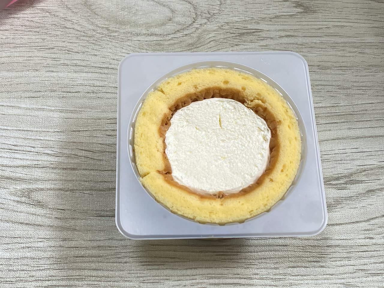 【ローソン】ロールケーキの日で毎月6日に厚みが2倍になる「プレミアムロールケーキx2」の厚みは約5cm